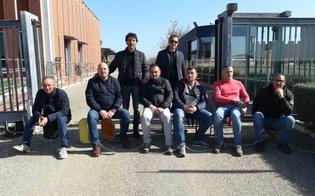 http://www.seguonews.it/lavoratori-della-ex-trainito-di-gela-licenziati-per-protesta-si-incatenano-davanti-lazienda