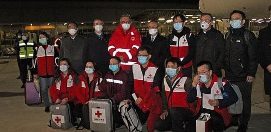 Coronavirus, rinforzi dalla Cina per aiutare l'Italia: arrivano nove medici specializzati