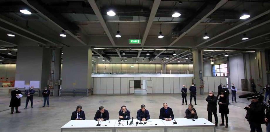 """Realizzato a Milano in soli 10 giorni un ospedale: avrà tra i 150 e 170 posti letto. Bertolaso: """"Promessa mantenuta"""""""