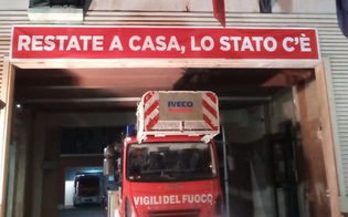 https://www.seguonews.it/coronavirus-a-caltanissetta-lo-striscione-dei-vigili-del-fuoco-restate-a-casa-lo-stato-ce