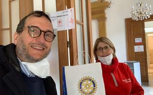 https://www.seguonews.it/caltanissetta-il-rotary-consegna-alla-croce-rossa-100-mascherine-sono-destinate-ai-volontari-dei-servizi-sanitari