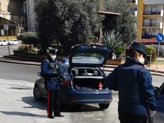 Caltanissetta, nigeriano fugge con la cocaina tra le strade deserte: arrestato dai carabinieri