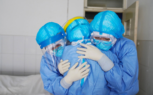https://www.seguonews.it/coronavirus-in-sicilia-il-bollettino-torna-a-fare-paura-1576-positivi-in-piu-36-decessi-e-ricoveri-in-salita