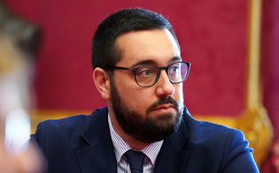 http://www.seguonews.it/il-m5s-critico-con-musumeci-i-soldi-annunciati-ai-comuni-finora-non-si-e-visto-un-centesimo