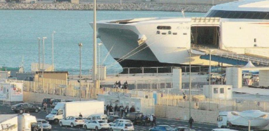 Catamarano con 260 siciliani in arrivo a Pozzallo da Malta: ma 20 rifiutano quarantena in hotel