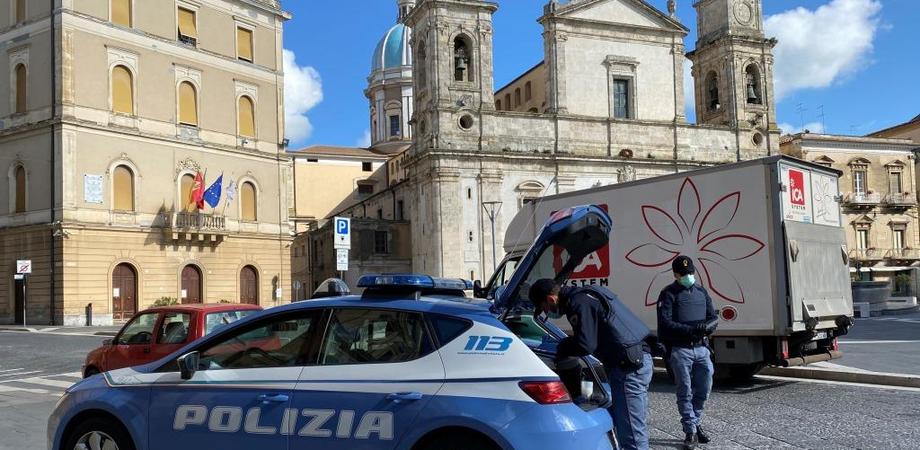 Misure anti-contagio: a Caltanissetta controllate 229 persone e 30 esercizi commerciali