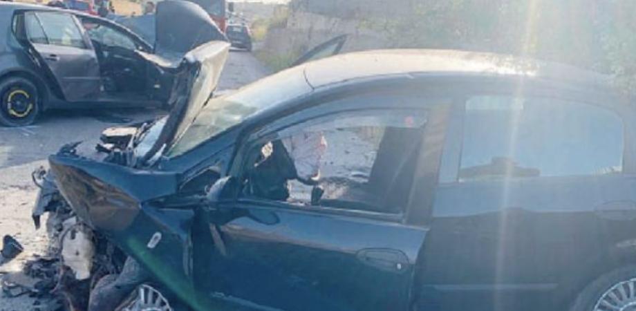 Niscemi, scontro frontale tra due auto: il bilancio è di tre feriti tutti in prognosi riservata
