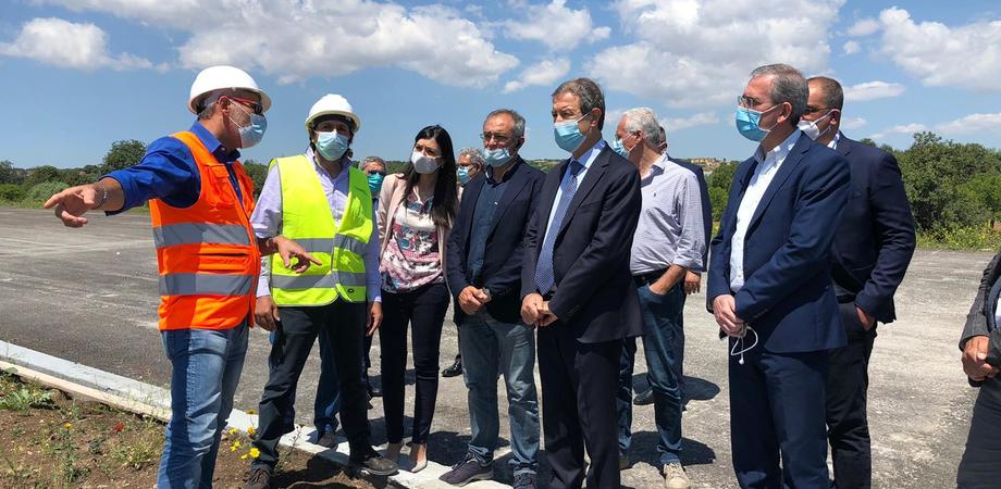 """Autostrada Siracusa - Gela, sopralluogo di Musumeci: """"A settembre altri nuovi chilometri di percorso"""""""