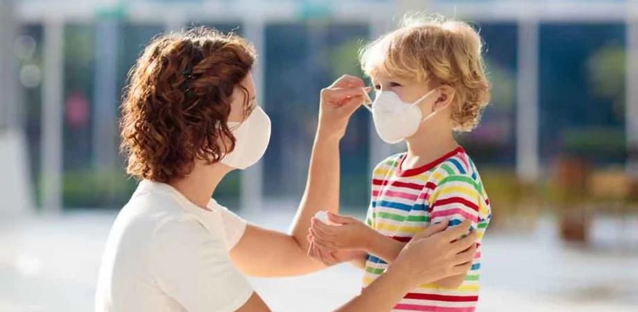 Rientro a scuola, braccio di ferro tra governo e regioni sull'uso della mascherina: vertice sulle regole anti-covid