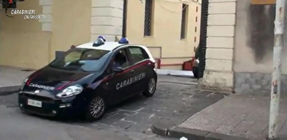 """Droga, a Caltanissetta 16 persone arrestate dai carabinieri: fanno parte dell'organizzazione """"Ika Rima"""""""