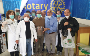 https://www.seguonews.it/salva-chi-salva-il-rotary-dona-mascherine-e-visiere-agli-operatori-di-diversi-comuni-della-provincia-di-caltanissetta