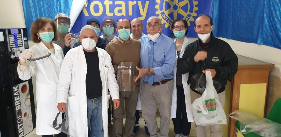 """""""Salva chi salva"""", il Rotary dona mascherine e visiere agli operatori di diversi comuni della provincia di Caltanissetta"""