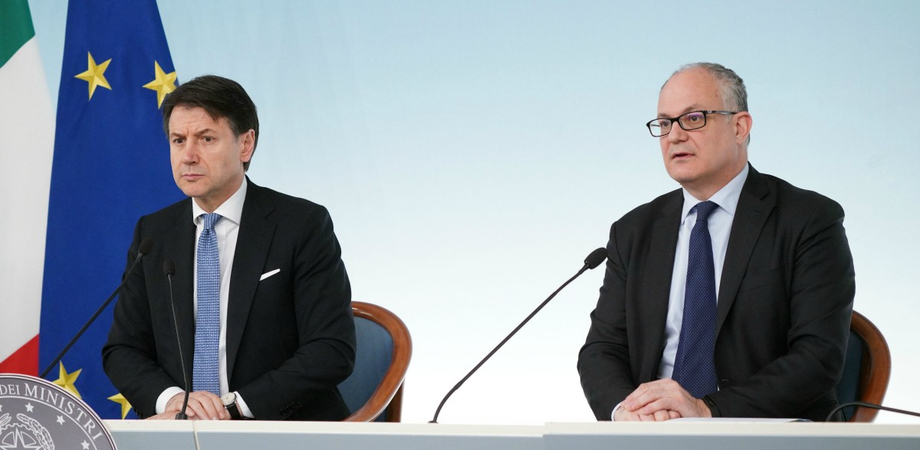 """Conte: """"Assegni più veloci, subito 600 euro agli autonomi e tasse ridotte. Ristoratori non pagheranno la Tosap"""""""