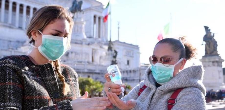Da oggi mascherine in vendita a 50 centesimi anche nei tabaccai: la distribuzione è iniziata ieri