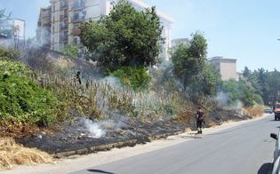 http://www.seguonews.it/caltanissetta-incendio-in-via-padre-pio-da-pietrelcina-intervengono-i-vigili-del-fuoco