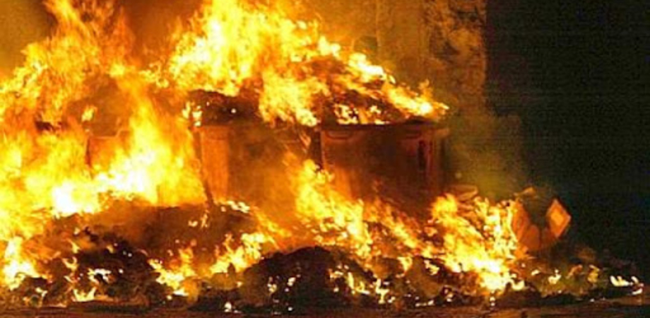 """Rifiuti dati alle fiamme alla Provvidenza, Aiello attacca: """"Amministrazione comunale responsabile morale dei danni"""""""