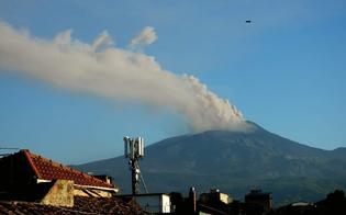 http://www.seguonews.it/etna-nuova-esplosione-di-cenere-dal-cratere-sud-est-nube-alta-4500-metri