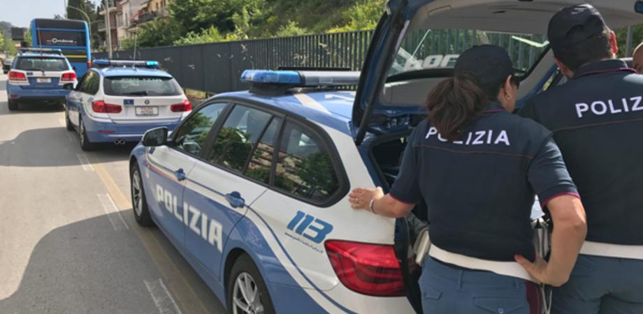 Caltanissetta, in nove su un'autovettura: il conducente denunciato dalla polizia stradale