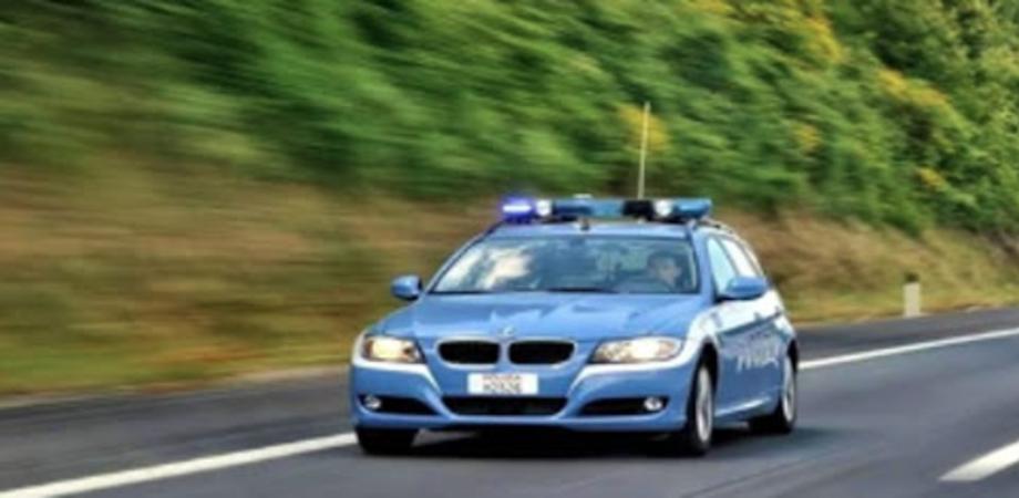 Tamponato da auto a tutta velocità poliziotto nisseno insegue il fuggiasco: giovane arrestato. Con sé aveva la cocaina