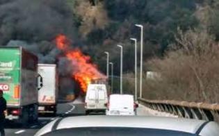 Tir in fiamme nei pressi di Ponte Cinque Archi: traffico bloccato sull'autostrada Palermo-Catania
