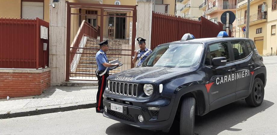Alcol e droga, denunciati due giovani di Caltanissetta. Chiuso a San Cataldo un ristorante: non rispettava le norme anti-covid