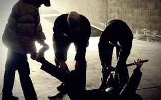 http://www.seguonews.it/riesi-danneggia-la-saracinesca-di-un-locale-pubblico-massacrato-a-bastonate-davanti-la-caserma-dei-carabinieri