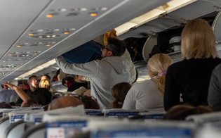 https://www.seguonews.it/aerei-cambiano-le-regole-per-i-bagagli-vietati-nelle-cappelliere-misura-per-evitare-assembramenti