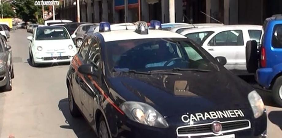 Caltanissetta. Rubarono cibo, denaro, elettrodomestici e un'auto da una villetta: due sancataldesi arrestati