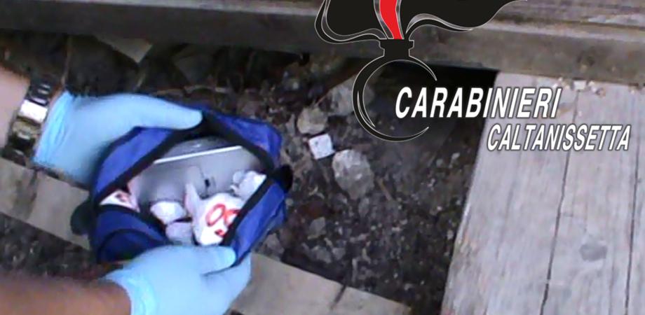 Carabinieri Caltanissetta, arrestato giovane trovato con 95 grammi di cocaina e 47 mila euro in contanti