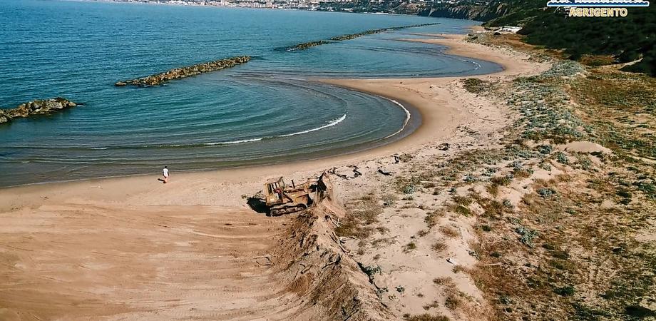 """Agrigento, Mareamico: """"Distrutte dalle ruspe le dune della spiaggia di Maddalusa"""""""