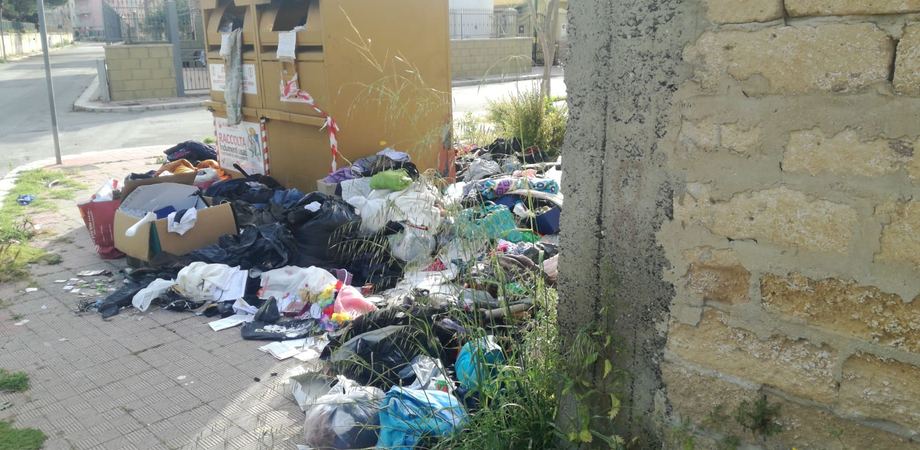 Gela, raccolta indumenti usati e accessori: domani conferimento nell'isola ecologica situata alla stazione