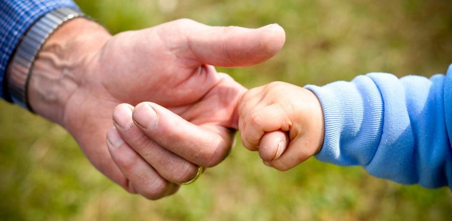 Bonus baby sitter come stipendio ai nonni: ecco come fare