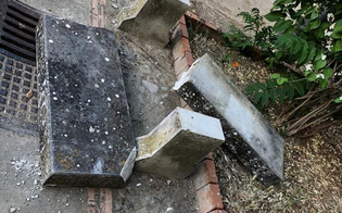 http://www.seguonews.it/caltanissetta-vandali-distruggono-panchina-a-villa-amedeo-il-sindaco-vergognatevi