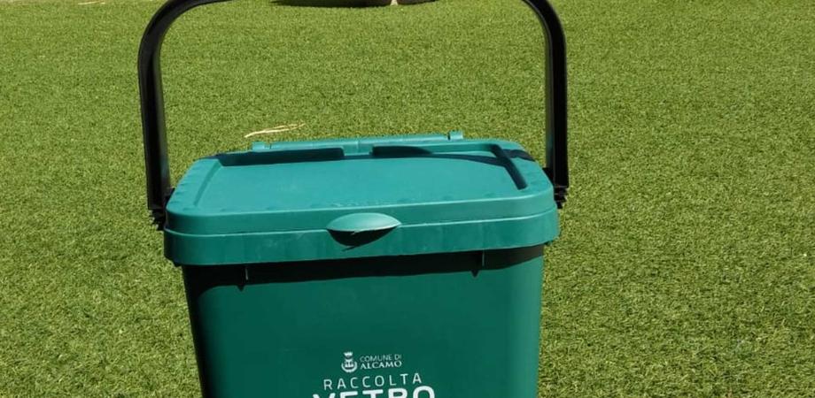 Gela, vetro gettato insieme ad altri rifiuti: sanzioni per chi non rispetterà le regole della differenziata