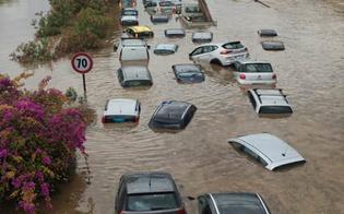 http://www.seguonews.it/strade-come-fiumi-gente-che-nuotava-sottopassi-allagati-auto-sommerse-dallacqua-palermo-chiede-aiuto