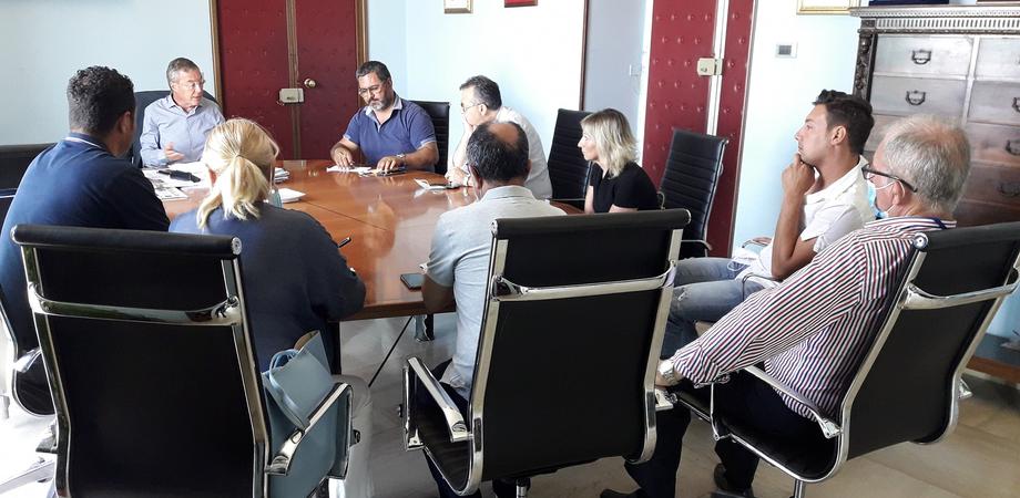Gela, il servizio di raccolta dei rifiuti verrà intensificato: incontro tra ristoratori e amministrazione