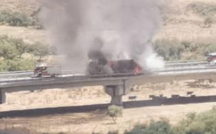 https://www.seguonews.it/caltanissetta-autoarticolato-in-fiamme-densa-colonna-di-fumo-sulla-statale-626