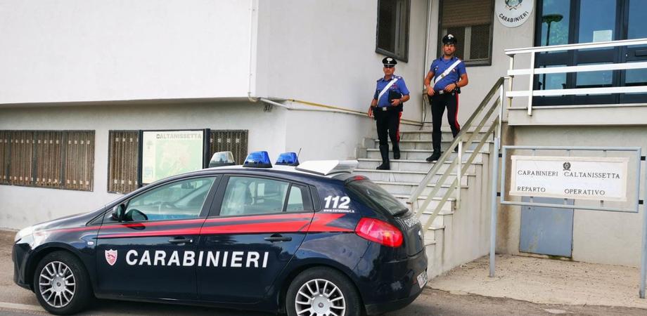 """Caltanissetta, 10 ovuli di cocaina """"nascosti"""" nello stomaco: arrestati due nigeriani"""