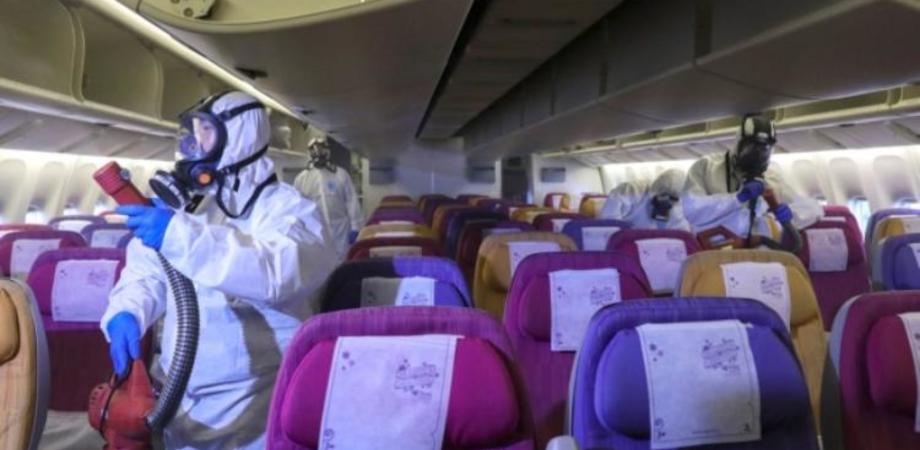 Coppia contaminata da Covid-19 si imbarca sul volo Ryanair a Manchester e infetta diverse persone