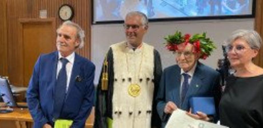 Si laurea a Palermo a 97 anni con 110 e lode, nonno Giuseppe è lo studente più anziano d'Italia