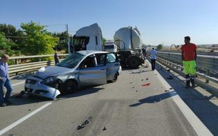 Caltanissetta, scontro tra un'auto e un mezzo pesante sulla Ss 640: un ferito trasportato al Sant'Elia