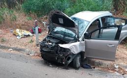 Scontro tra un tir e due auto tra Caltanissetta ed Enna: donna muore sul colpo, grave il figlio