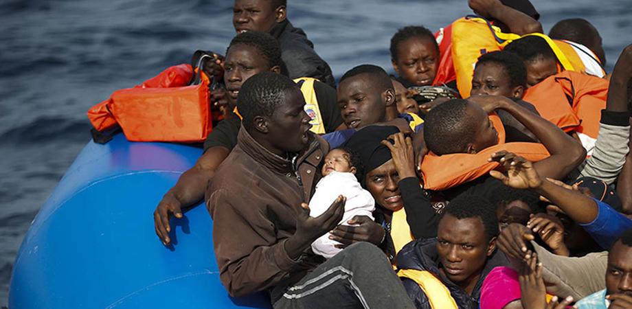 """Migranti, rapporto dell'Onu: """"Abusi raccapriccianti, torture e pestaggi per arrivare in Libia"""""""