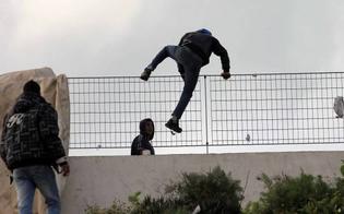 http://www.seguonews.it/migranti-in-fuga-da-un-centro-di-accoglienza-di-agrigento-aggrediti-e-feriti-tre-carabinieri