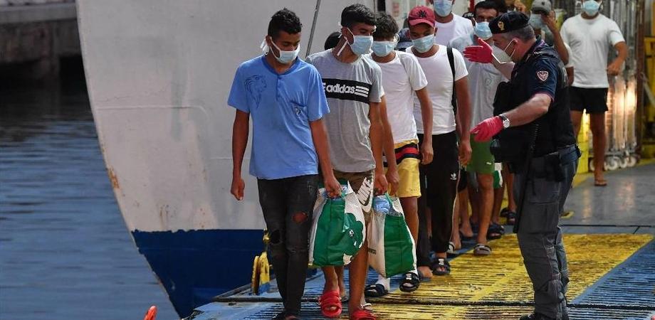 Emergenza migranti, a Lampedusa arrivano altri 314 tunisini: situazione critica