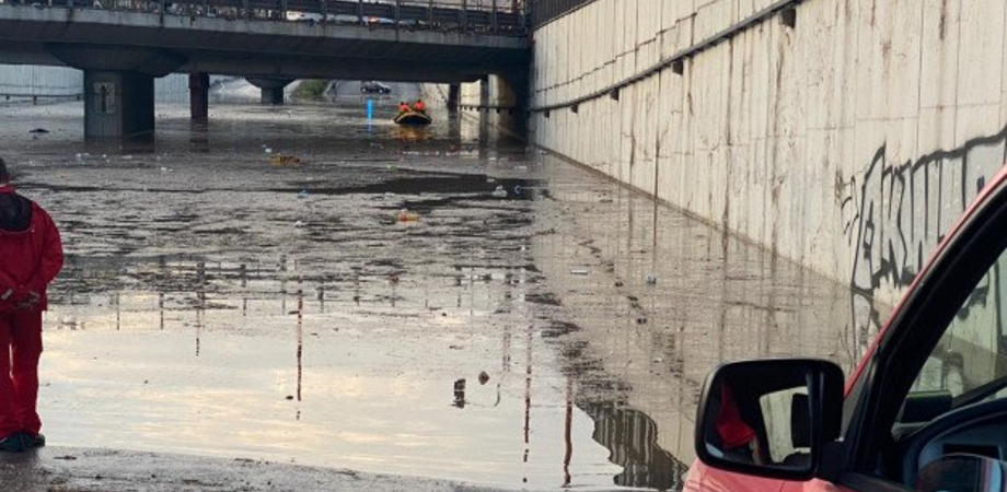 Bomba d'acqua su Palermo: coppia muore annegata in viale Regione, due bimbi ricoverati per ipotermia in ospedale