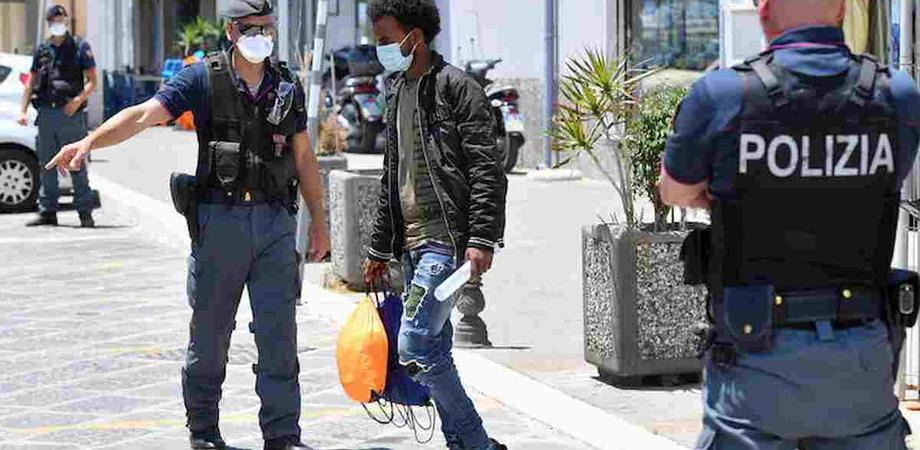 """La fuga dei migranti, a Siculiana scappano 50 tunisini. L'allarme di Musumeci: """"A rischio l'ordine pubblico"""""""