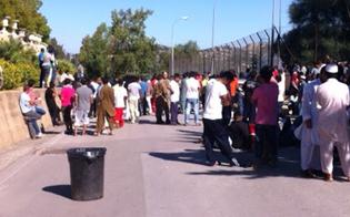 Caltanissetta, protesta dei migranti al centro di Pian del Lago