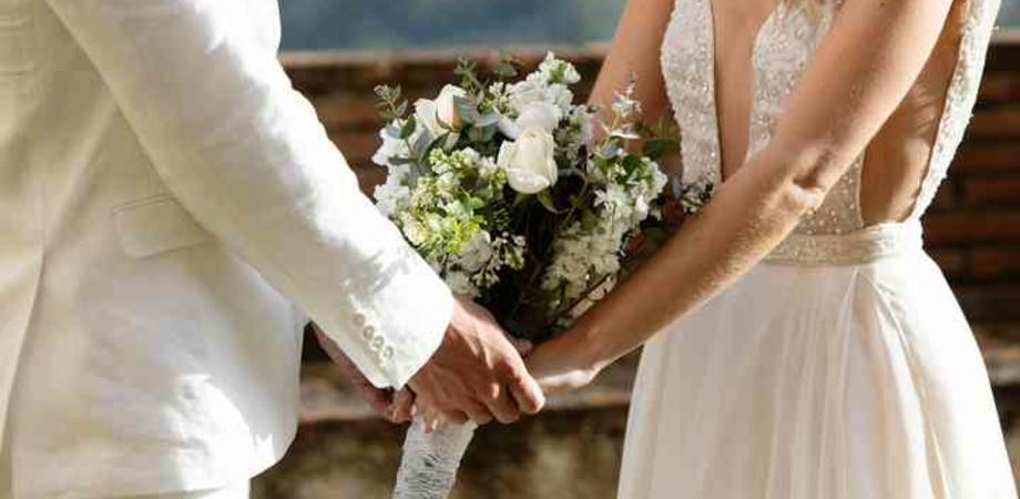 """Tornano i matrimoni: oltre 200 invitati al """"Duomo"""" di Messina: erano tutti senza mascherina"""