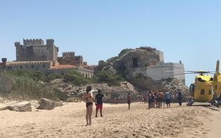 Bimba di 11 anni rischia di annegare a Marina di Butera: è in gravi condizioni. Trasferita a Catania